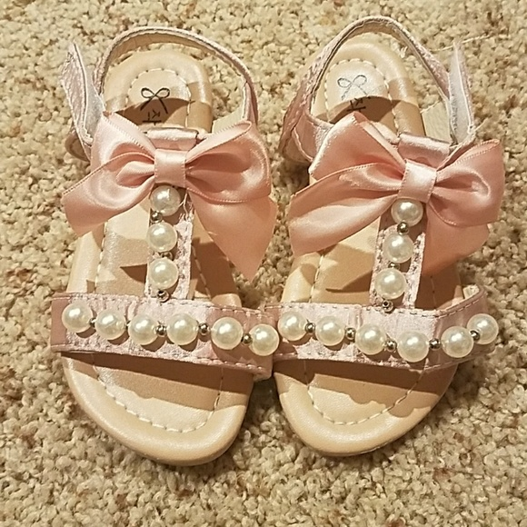 f2856584a37 Toddler girl pearl sandals. M 5a371802c9fcdf2a4802c132